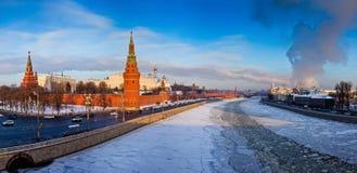 Moskou het Kremlin in de winter Stock Foto's