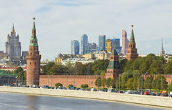 Moskou, het Kremlin en moderne gebouwen Royalty-vrije Stock Foto's