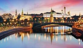 Moskou het Kremlin en rivier in ochtend, Rusland stock foto
