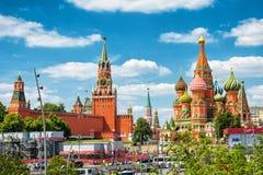Moskou het Kremlin en St Basilicum` s Kathedraal royalty-vrije stock fotografie