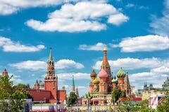 Moskou het Kremlin en St Basilicum` s Kathedraal royalty-vrije stock foto