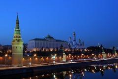 Moskou het Kremlin (met Moskou-Rivier, en het is dijk) Royalty-vrije Stock Foto