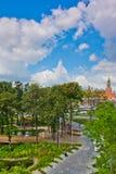 Moskou het Kremlin van het park Zaryadye, bomen het modelleren stock fotografie