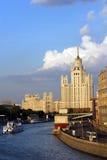 Moskou, huis op kade Kotelnicheskoj Stock Fotografie