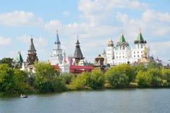 Moskou, Izmaylovsky het Kremlin in de zomer stock foto's