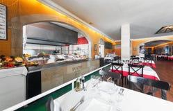 MOSKOU - JULI 2014: Binnenland van het internationale restaurant van kettingsvissen Royalty-vrije Stock Fotografie