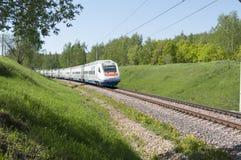MOSKOU, 12 JULI, 2010: De ALLEGRO looppas van Pendolino van de hoge snelheidstrein Sm6 op RZD-het spoorwegen van de spoormanier R Royalty-vrije Stock Fotografie