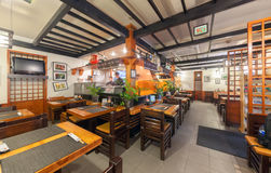 MOSKOU - JULI 2014: Het binnenlandse restaurant van kettingssushi Royalty-vrije Stock Foto's