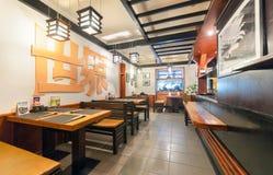 MOSKOU - JULI 2014: Het binnenlandse restaurant van kettingssushi Stock Afbeelding