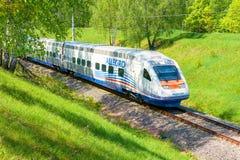 MOSKOU, 12 JULI, 2010: Hoge snelheidstrein Pendolino Sm6 - ALLEGRO looppas op de ring van de spoorwegtest Van de het spoormanier  Royalty-vrije Stock Fotografie