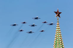 MOSKOU - MEI 9: Het teamswifts van de Aerobaticdemonstratie op mig-29 Royalty-vrije Stock Fotografie