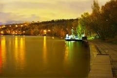 Moskou, nacht, rivier stock foto