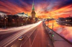 Moskou op zonsondergang stock foto's