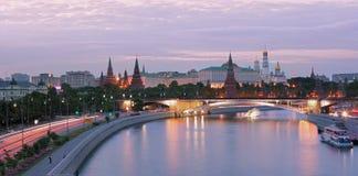 Moskou-rivier op centrum stock foto