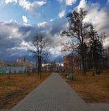 Moskou, Rusland - April 27 2018 Boulevard 20 op gebied van het Administratieve District van Zelenograd Stock Foto