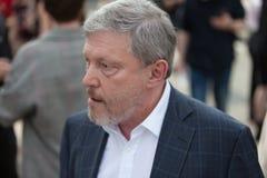 MOSKOU, RUSLAND - APRIL 30, 2018: De politicus Grigory Yavlinsky verlaat de verzameling op Sakharov-Weg tegen Internet-censuur Royalty-vrije Stock Fotografie