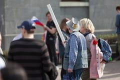 MOSKOU, RUSLAND - APRIL 30, 2018: De protesteerders verlaten de verzameling op Sakharov-Weg tegen het blokkeren van het Telegram  Royalty-vrije Stock Fotografie