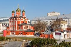 Moskou, Rusland - April 15, 2018: Kathedraal van het pictogram van de Moeder van Gods` Teken ` van het vroegere Znamensky-klooste Stock Afbeeldingen