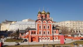 Moskou, Rusland - April 14 2018 Kathedraal van Pictogram van Moeder van God op Varvarka-straat stock footage