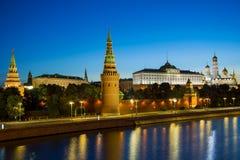 Moskou, Rusland - Augustus 5 Moskou het Kremlin, de Dijk van het Kremlin stock afbeelding