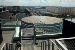 Moskou, Rusland, 23 Augustus, 2014, Type van dak van een bureaugebouw Stock Afbeeldingen