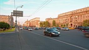 Moskou, Rusland - Circa August/2017: Van de het verkeerstijd van Moskou de tijdspannepanorama stock footage