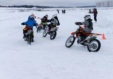 MOSKOU, RUSLAND: De jaarlijkse MX-Speedwaybaan 2015 van de concurrentieruiters Stock Afbeelding