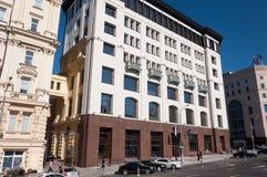 Moskou, Rusland - 09 21 2015 De vroegere commerciële flat die van Khludovs van 1889 dateren Vandaag - het Ministerie van Vervoer  Stock Foto's