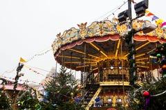 MOSKOU, RUSLAND - December, 2017: Carrousel in het centrum van Moskou, in het kader van de Festival` Reis wordt gevestigd aan CH  Stock Afbeeldingen