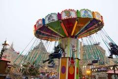MOSKOU, RUSLAND - December, 2017: Carrousel in het centrum van Moskou, in het kader van de Festival` Reis wordt gevestigd aan CH  Stock Afbeelding