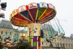 MOSKOU, RUSLAND - December, 2017: Carrousel in het centrum van Moskou, in het kader van de Festival` Reis wordt gevestigd aan CH  Stock Foto