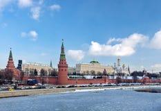 Moskou, Rusland - Februari 22, 2018: De rivier van het Kremlin en van Moskou Stock Fotografie