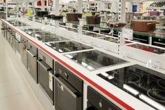 Moskou, Rusland - Februari 02 2016 Elektrische kooktoestellen in Eldorado, grote grootwinkelbedrijven die elektronika verkopen Royalty-vrije Stock Fotografie
