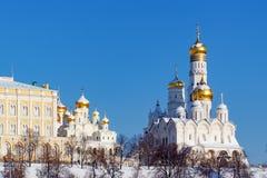 Moskou, Rusland - Februari 01, 2018: Kathedraal van de Aartsengel in Moskou het Kremlin bij zonnige de winterochtend Stock Foto's
