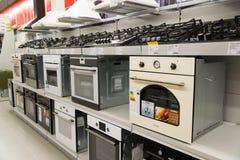 Moskou, Rusland - Februari 02 2016 kooktoestellen in Eldorado, grote grootwinkelbedrijven die elektronika verkopen Royalty-vrije Stock Afbeeldingen