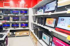Moskou, Rusland - Februari 02 2016 TV in Eldorado is grote grootwinkelbedrijven die elektronika verkopen Stock Fotografie