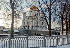 Moskou, Rusland - Februari 22, 2018: Voorgevel van Kathedraal van Christus de Verlosser in Moskou bij zonnige de winterochtend Stock Foto