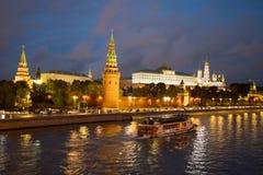 Moskou, Rusland Moskou het Kremlin met Verlichting van Lampen en royalty-vrije stock afbeeldingen