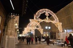 MOSKOU, RUSLAND - Januari 10 3016 Festival - Kerstmis licht op straat Nikolskaya Stock Afbeeldingen