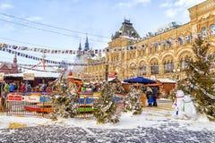 MOSKOU, RUSLAND -24 Januari 2016: Kerstmismarkt bij Rood Vierkant binnen Royalty-vrije Stock Foto's