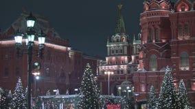 Moskou, Rusland - Januari 25 2018: Mening van Rood die Vierkant voor Nieuwjaar en Kerstmisvakantie in de winter wordt verfraaid stock videobeelden