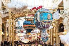 MOSKOU, RUSLAND - JANUARI 9, 2018: Nieuwjaar ` s en Kerstmisdecoratie van de GOM in Moskou, Rusland Stock Afbeeldingen