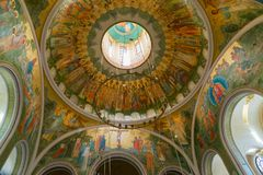 MOSKOU, RUSLAND - Juli 24 2017 plafond in Kerk ter ere van Verrijzenis van Christus, Nieuwe Martelaren en Confessors van Russisch Royalty-vrije Stock Foto