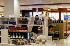Moskou, Rusland - Juli 25 2017 Verkoop van parfums en schoonheidsmiddelen in winkel Zum Royalty-vrije Stock Afbeeldingen