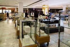 Moskou, Rusland - Juli 25 2017 Verkoop van parfums en schoonheidsmiddelen in winkel Zum Royalty-vrije Stock Foto