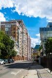MOSKOU, RUSLAND - Juli 24 2017 Woon complex huis op Gilyarovskogo-Straat Stock Afbeeldingen