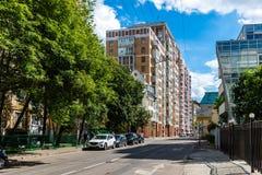 MOSKOU, RUSLAND - Juli 24 2017 Woon complex huis op Gilyarovskogo-Straat Royalty-vrije Stock Foto