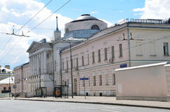 Moskou, Rusland, 12 Juni, 2017, de bouw van de Russische Academie van medische wetenschap, vroegere Raad van Beheerders in Moskou stock fotografie
