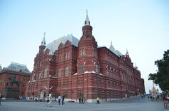 MOSKOU, RUSLAND - JUNI 30, 2014: De ingezetenen en de toeristen van Moskou bezoeken Rood Vierkant Royalty-vrije Stock Foto's