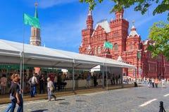 Moskou, Rusland - Juni 3, 2018: Het Rode vierkant 2018 van het boekfestival Open Russische boekenbeurs op Rood vierkant in Moskou royalty-vrije stock afbeelding